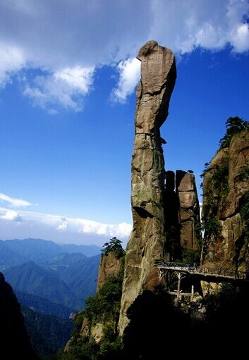 三清山风景区旅游,著名景点:巨猛出山(可仰看,平看,俯看),司春女神
